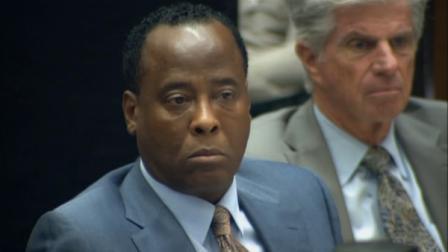 Conrad Murray ouve depoimento durante o terceiro dia de seu julgamento homicídio involuntário no centro de Los Angeles, quinta-feira, 29 de setembro, 2011.