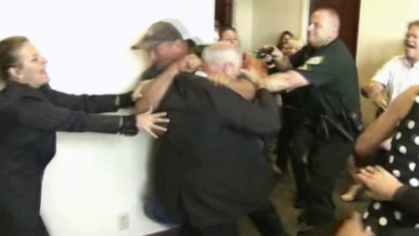 Fight breaks out outside Florida courtroom