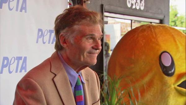 Fred Willard arrested, caught w/ pants down
