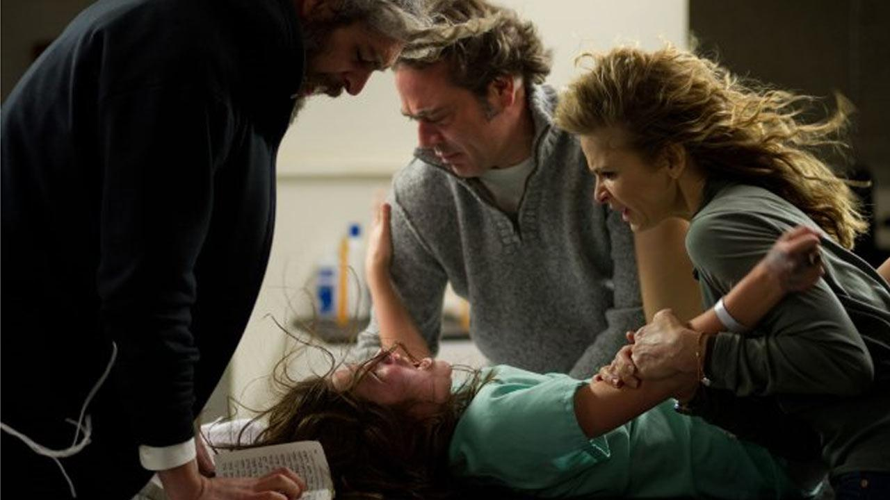 Still of Kyra Sedgwick, Jeffrey Dean Morgan, Matisyahu and Natasha Calis in the 2012 film The Possession.