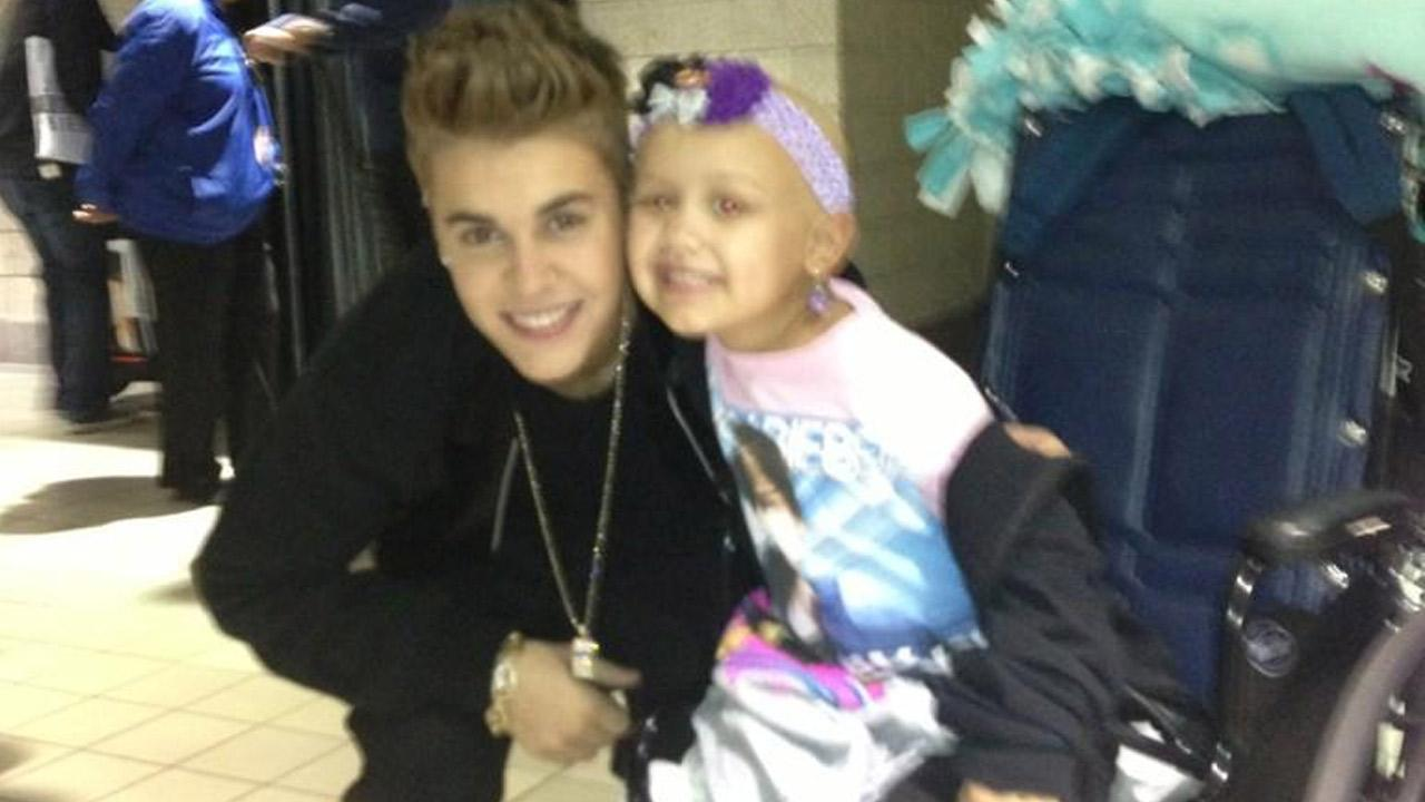 Justin Bieber poses with Hailey Roser in Milwaukee, Wis., on Sunday, Oct. 21, 2012.