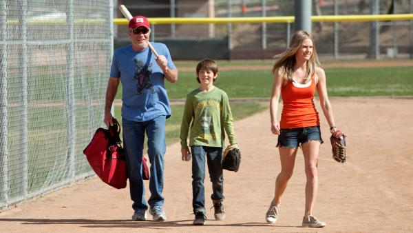 James Caan, Griffin Gluck and Maggie Lawson appear in a scene from the new ABC comedy 'Back in the Game,' set to premiere fall 2013.