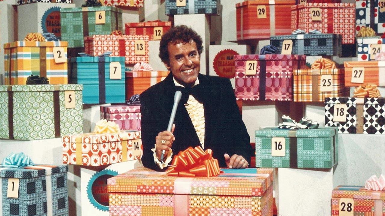 This circa 1976 photo from Chuck Barris Productions shows Geoff Edwards on the television show, The New Treasure Hunt.Chuck Barris Productions