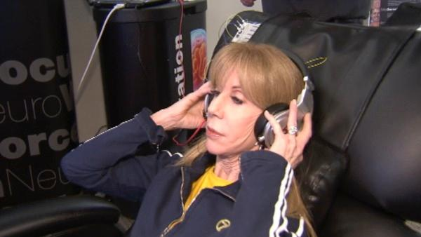 ABC7's Lori Corbin tries out a neuro-feedback program called Neurotopia that is helping some people train their brain to achieve their goals.