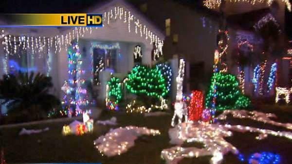 13 homes display thousands of lights sync