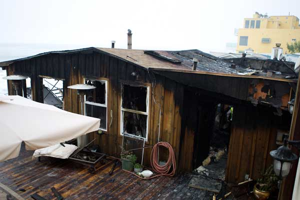"<div class=""meta ""><span class=""caption-text "">Ricki Lake's Malibu home caught fire, forcing her, her two sons and their dog to evacuate Saturday, Sept. 18, 2010. (Samuel Womack)</span></div>"