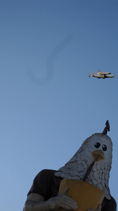 "<div class=""meta ""><span class=""caption-text "">ABC7 viewer Stu Rapeport took this photo of space shuttle Endeavour flying over Chicken Boy in Highland Park on Friday, Sept. 21, 2012.  Send us your shuttle pictures and video to video@abc7.com or post them to the ABC7 Facebook page. You can also Tweet us @abc7 with #SpotTheShuttle. (ABC7 viewer Stu Rapeport)</span></div>"