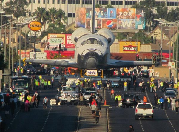 "<div class=""meta ""><span class=""caption-text "">Shuttle Endeavour's Final Journey: After arriving at LAX, Space Shuttle Endeavour began its slow voyage through the streets of Los Angeles. The shuttle moved at a top speed of 2 mph and maneuvered through trees and light poles on the way to its final destination, the California Science Center. (ABC7 viewer Anita Linda)</span></div>"