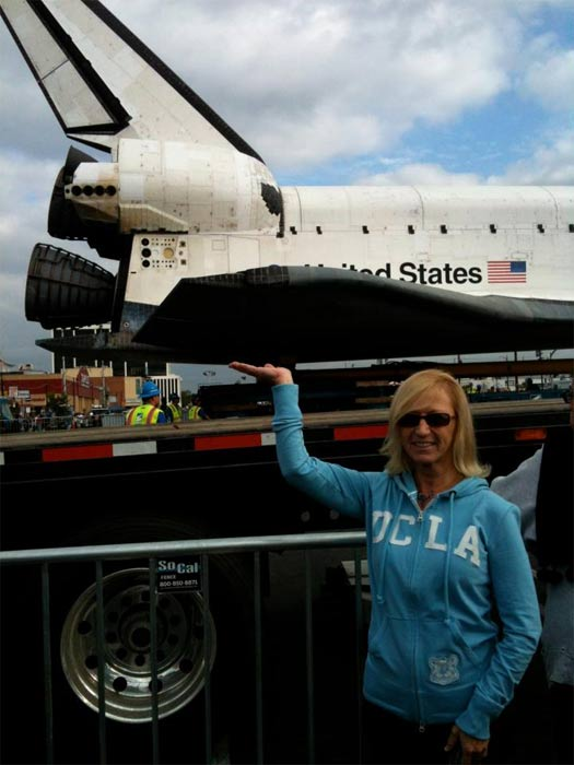 "<div class=""meta ""><span class=""caption-text "">ABC7 viewer Kristi Deffebach Rose posted this photo on our Facebook page of space shuttle Endeavour on Friday, Oct. 12, 2012.  Send us your shuttle pictures and video to video@abc7.com or post them to the ABC7 Facebook page. You can also Tweet us @abc7 with #SpotTheShuttle. (ABC7 viewer Kristi Deffebach Rose)</span></div>"