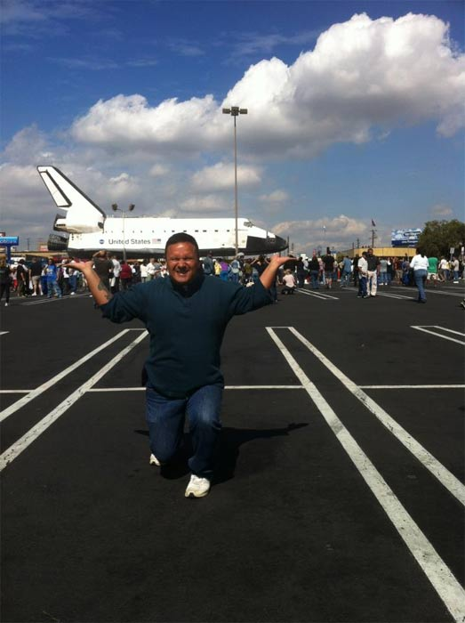 "<div class=""meta image-caption""><div class=""origin-logo origin-image ""><span></span></div><span class=""caption-text"">ABC7 viewer Lorenzo Gonzalez posted this photo on our Facebook page of space shuttle Endeavour on Friday, Oct. 12, 2012.  Send us your shuttle pictures and video to video@abc7.com or post them to the ABC7 Facebook page. You can also Tweet us @abc7 with #SpotTheShuttle. (ABC7 viewer Lorenzo Gonzalez)</span></div>"