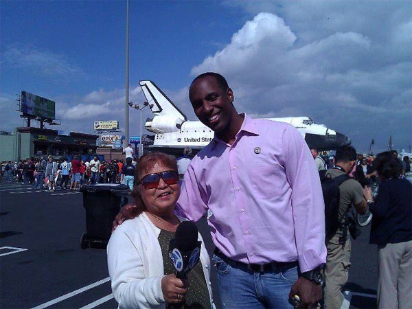 "<div class=""meta image-caption""><div class=""origin-logo origin-image ""><span></span></div><span class=""caption-text"">ABC7 viewer Zandy NRick Ruiz posted this photo on our Facebook page of her mom and Eyewitness News Reporter Q McCray with space shuttle Endeavour on Friday, Oct. 12, 2012.    Send us your shuttle pictures and video to video@abc7.com or post them to the ABC7 Facebook page. You can also Tweet us @abc7 with #SpotTheShuttle. (ABC7 viewer Zandy NRick Ruiz)</span></div>"
