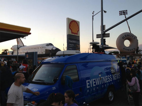 "<div class=""meta ""><span class=""caption-text "">ABC7 viewer Steve Sigler posted this photo on our Facebook page of space shuttle Endeavour and an Eyewitness News van on Friday, Oct. 12, 2012.  Send us your shuttle pictures and video to video@abc7.com or post them to the ABC7 Facebook page. You can also Tweet us @abc7 with #SpotTheShuttle. (ABC7 viewer Steve Sigler)</span></div>"