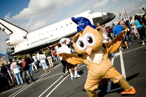 ABC7 viewer Marie Teagardin posted this photo on our Facebook page of her school&#39;s mascot posing with space shuttle Endeavour on Friday, Oct. 12, 2012. &#160;Send us your shuttle pictures and video to video@abc7.com or post them to the ABC7 Facebook page. You can also Tweet us @abc7 with #SpotTheShuttle. <span class=meta>(ABC7 viewer Marie Teagardin)</span>