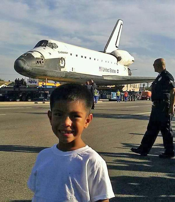 "<div class=""meta image-caption""><div class=""origin-logo origin-image ""><span></span></div><span class=""caption-text"">ABC7 viewer Graciela Arrayga  posted this photo on our Facebook page of space shuttle Endeavour on Saturday, Oct. 13, 2012.  Send us your shuttle pictures and video to video@abc7.com or post them to the ABC7 Facebook page. You can also Tweet us @abc7 with #SpotTheShuttle. (ABC7 viewer Graciela Arrayga)</span></div>"