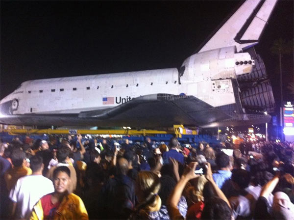 ABC7 viewer Marc Caraan posted this photo on our Facebook page of space shuttle Endeavour on Sunday, Oct. 14, 2012. &#160;Send us your shuttle pictures and video to video@abc7.com or post them to the ABC7 Facebook page. You can also Tweet us @abc7 with #SpotTheShuttle. <span class=meta>(ABC7 viewer Marc Caraan)</span>