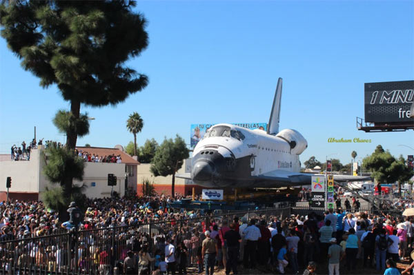 "<div class=""meta ""><span class=""caption-text "">ABC7 viewer Abraham Chavez posted this photo on our Facebook page of space shuttle Endeavour on Sunday, Oct. 14, 2012.  Send us your shuttle pictures and video to video@abc7.com or post them to the ABC7 Facebook page. You can also Tweet us @abc7 with #SpotTheShuttle. (ABC7 viewer Abraham Chavez)</span></div>"