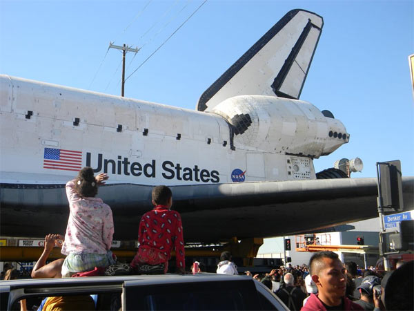 "<div class=""meta image-caption""><div class=""origin-logo origin-image ""><span></span></div><span class=""caption-text"">ABC7 viewer Aliesha Nickerson posted this photo on our Facebook page of her children, Arieana and Richie, with space shuttle Endeavour on Sunday, Oct. 14, 2012.  Send us your shuttle pictures and video to video@abc7.com or post them to the ABC7 Facebook page. You can also Tweet us @abc7 with #SpotTheShuttle. (ABC7 viewer Aliesha Nickerson)</span></div>"