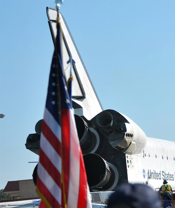 "<div class=""meta ""><span class=""caption-text "">ABC7 viewer James Fry posted this photo on our Facebook page of space shuttle Endeavour on Saturday, Oct. 13, 2012.  Send us your shuttle pictures and video to video@abc7.com or post them to the ABC7 Facebook page. You can also Tweet us @abc7 with #SpotTheShuttle. (ABC7 viewer James Fry)</span></div>"