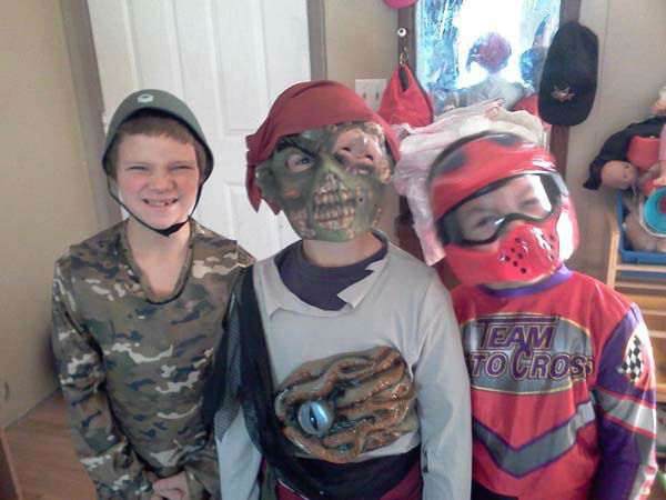 "<div class=""meta ""><span class=""caption-text "">ABC7 viewer Tara Taylor sent us this photo of her boys Logan, Dylan and Dimitri in the Halloween spirit! Post your Halloween pictures on our ABC7 Facebook page. (KABC Photo/ ABC7 viewer Tara Taylor)</span></div>"