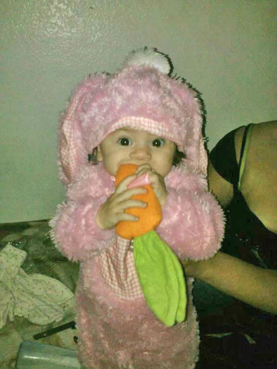 "<div class=""meta ""><span class=""caption-text "">ABC7 viewer Krystle Louisa Camarena-Castrellon sent us this cute photo of Nadia De Luna biting into a carrot. Post your Halloween pictures on our ABC7 Facebook page. (KABC Photo/ ABC 7 viewer Krystle Louisa Camarena-Castrellon)</span></div>"