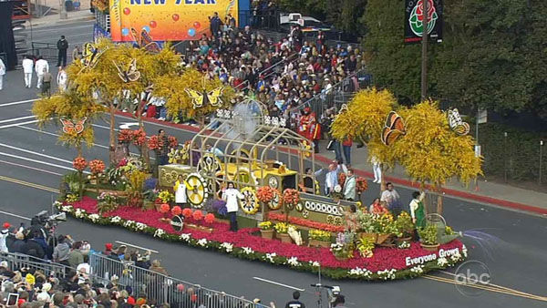 Miracle-Gro&#39;s float passed crowds on Orange Grove Boulevard during the 124th annual Rose Parade in Pasadena Jan. 1, 2013.   <span class=meta>(KABC Photo)</span>