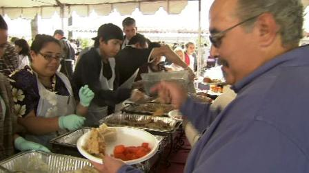 Free Thanksgiving meals served to those in need
