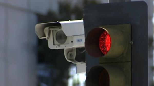 LA to shut down red-light camera program