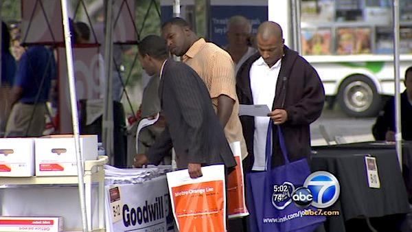 Thousands search for jobs at South LA fair