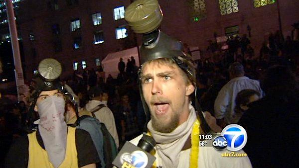 LAPD moves in on Occupy LA encampment