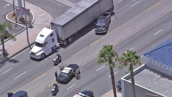 Pursuit suspect crashes into big rig after PIT