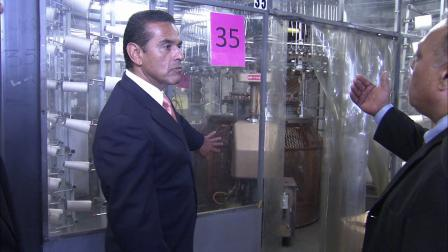 Los Angeles Mayor Antonio Villaraigosa tours the Design Knit textile manufacturing facility on Thursday, Aug. 16, 2012.