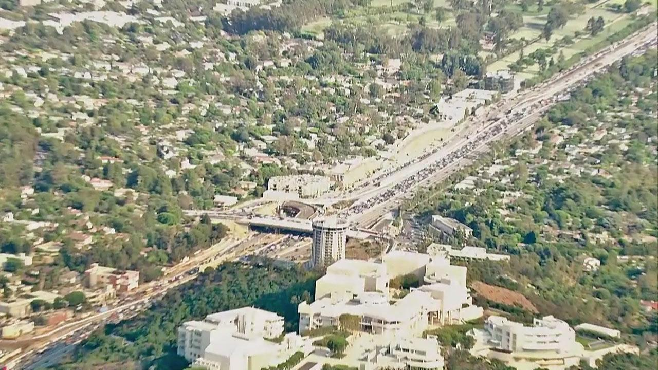 Traffic is seen during a fire that burned in the Sepulveda Pass near the 405 Freeway at Getty Center Drive on Friday, September 14, 2012.