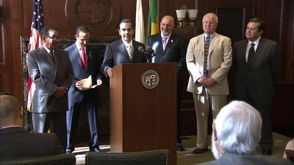City leaders unveil pension reform plan