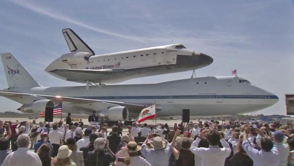 Endeavour poised for slow roll through LA