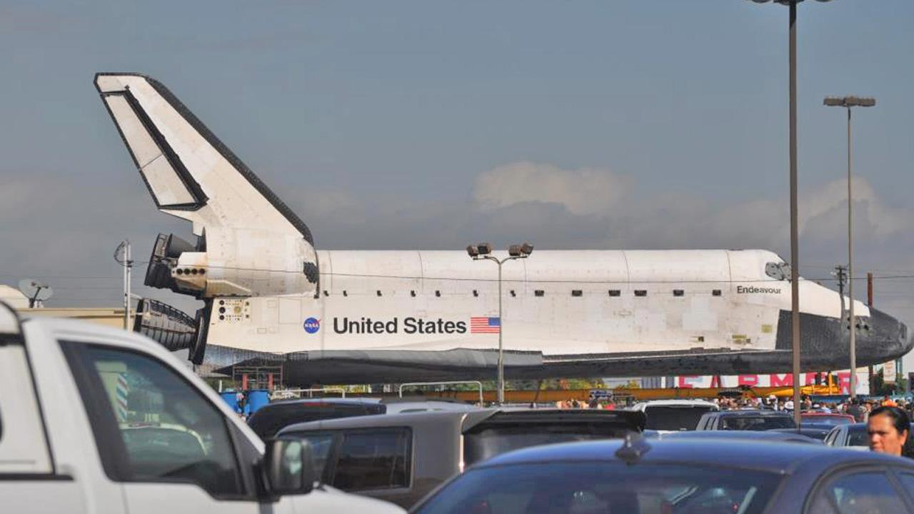 ABC7 viewer Michelle Oakley-Honore took this picture of space shuttle Endeavour on Friday, Oct. 12, 2012. <span class=meta>(ABC7 viewer Michelle Oakley-Honor&#233;)</span>