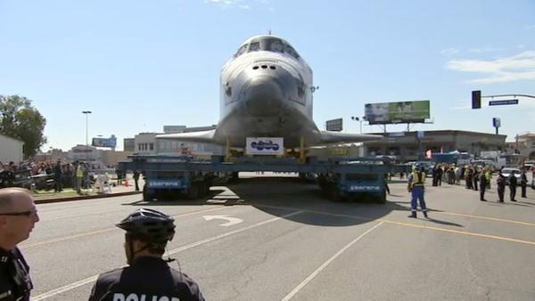 Space shuttle Endeavour moves to California Science Center
