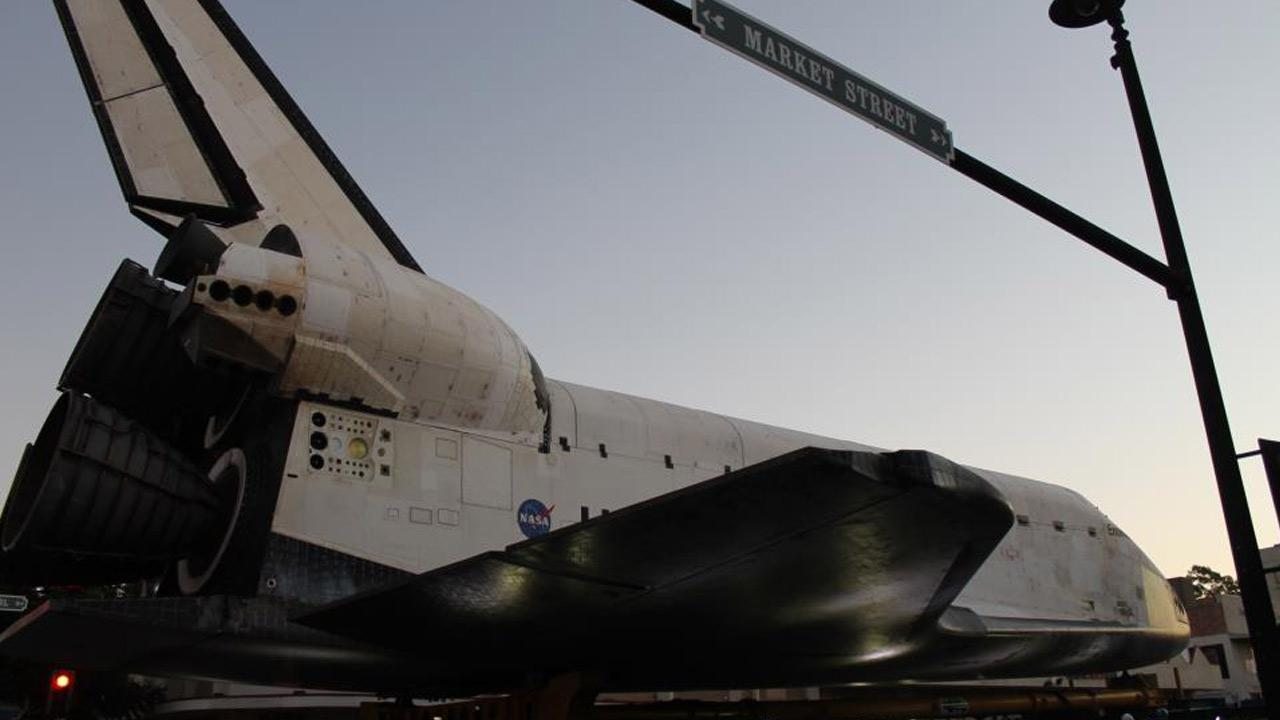 The Bassett family took this picture of space shuttle Endeavour on Saturday, Oct. 13, 2012. <span class=meta>(ABC7 viewers the Bassett family)</span>