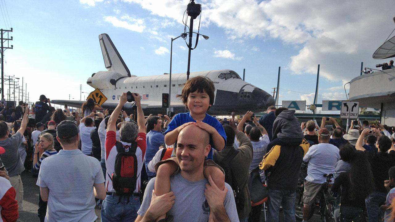 ABC7 viewers Heath and Eunice Habig and their children Elsa and Kellen took this picture of space shuttle Endeavour on Saturday, Oct. 13, 2012. <span class=meta>(ABC7 viewers, the Habig family)</span>