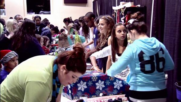 San Dimas church treats kids to free toys