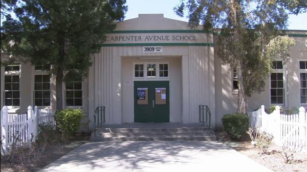Parents: LAUSD let out-of-area kids into school