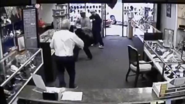 Man, 80, chases burglars out of jewelry store