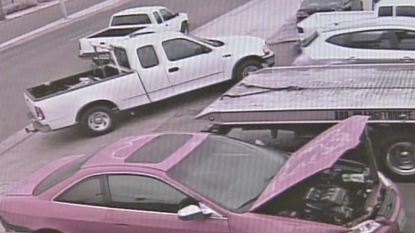 Carjack victim dragged by own truck - video