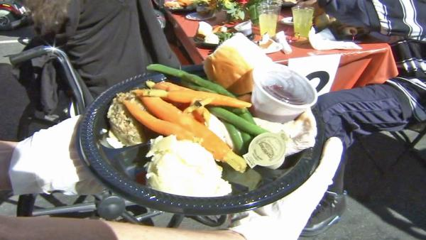 LA Mission serves thousands Thanksgiving meal