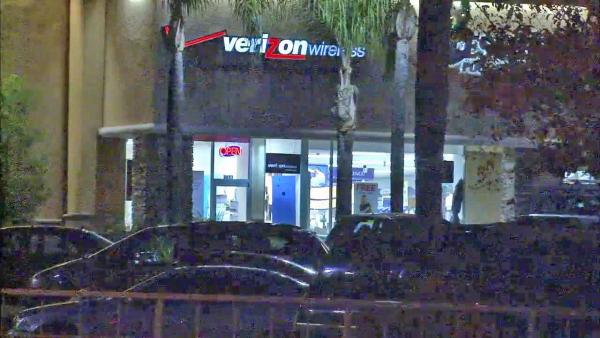 Gunman barricaded inside La Crescenta store