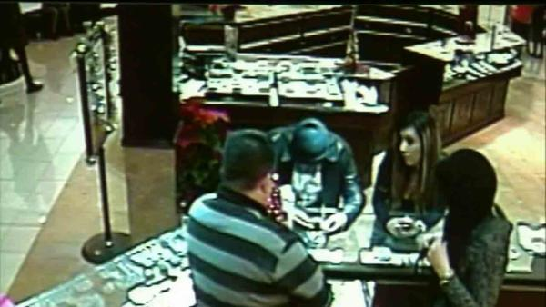 Glendale Galleria $85K bracelet thief sought