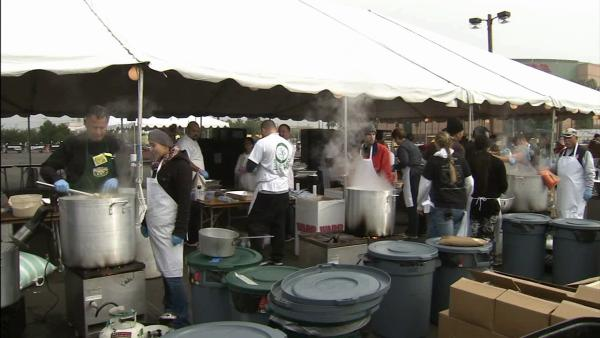 15K gather for massive OC holiday feast