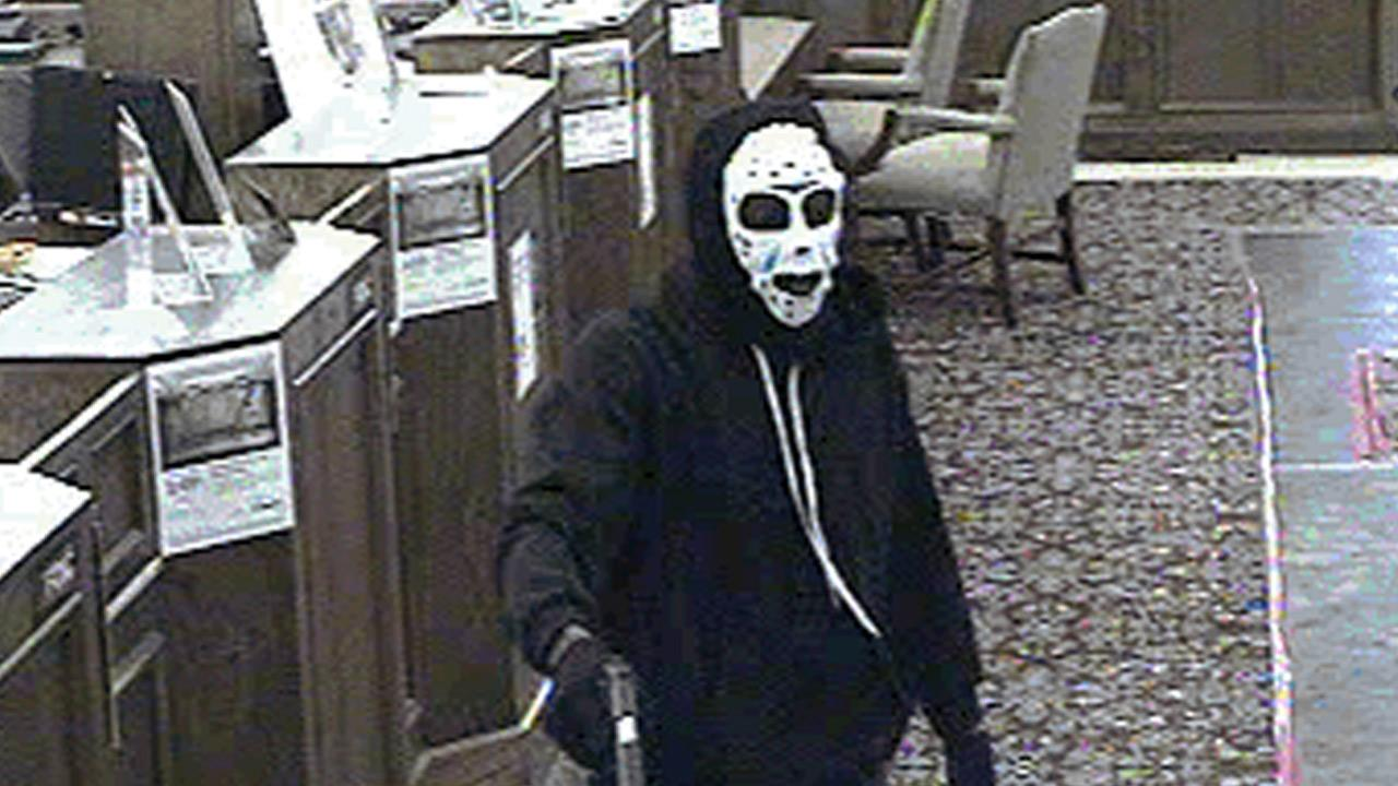 Santa Ana armed bank robbery: 2 suspects sought | abc7.com
