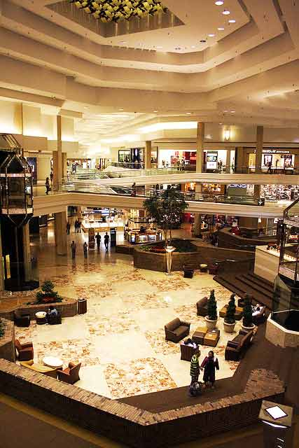 Woodfield Mall in Schaumburg, Ill., is No. 3 on Yahoo's Most Visited Shopping Malls list.