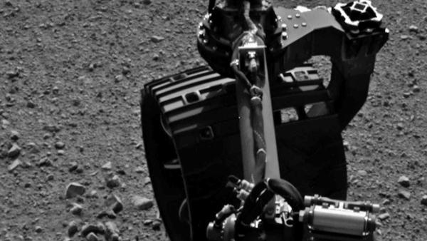 Mars rover Curiosity takes first test drive