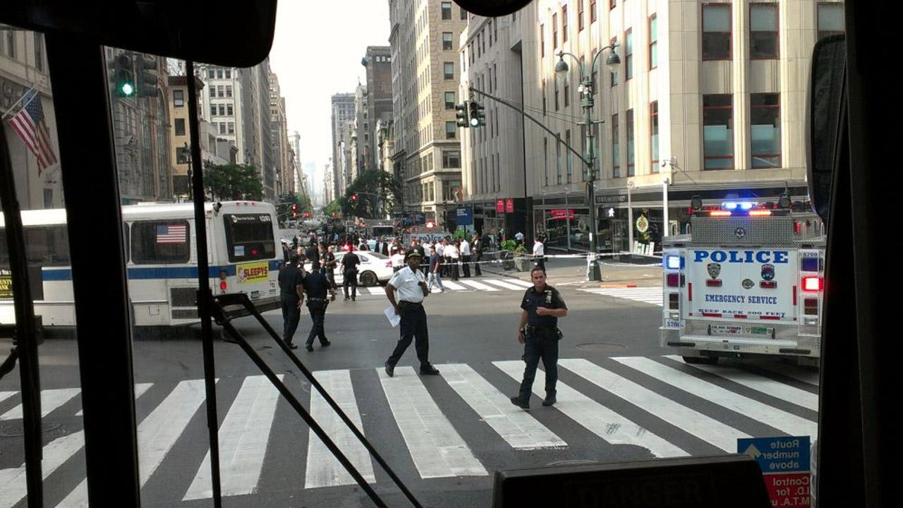Emergency vehicles respond to the scene of a shooting outside the Empire State Building on Friday, Aug. 24, 2012. <span class=meta>(twitter.com&#47;richrose)</span>